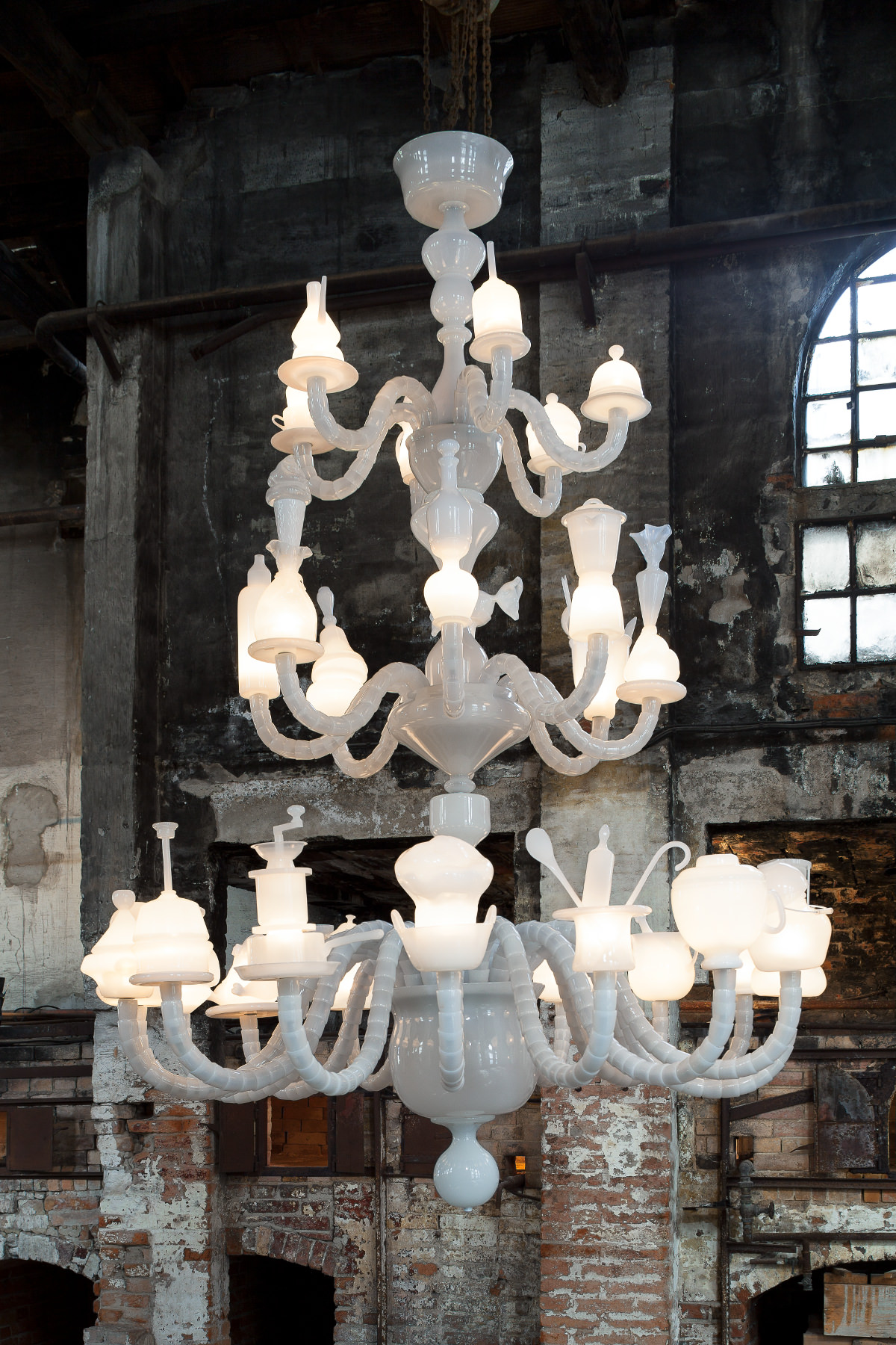 Kiki & Joost - Dining stories chandelier