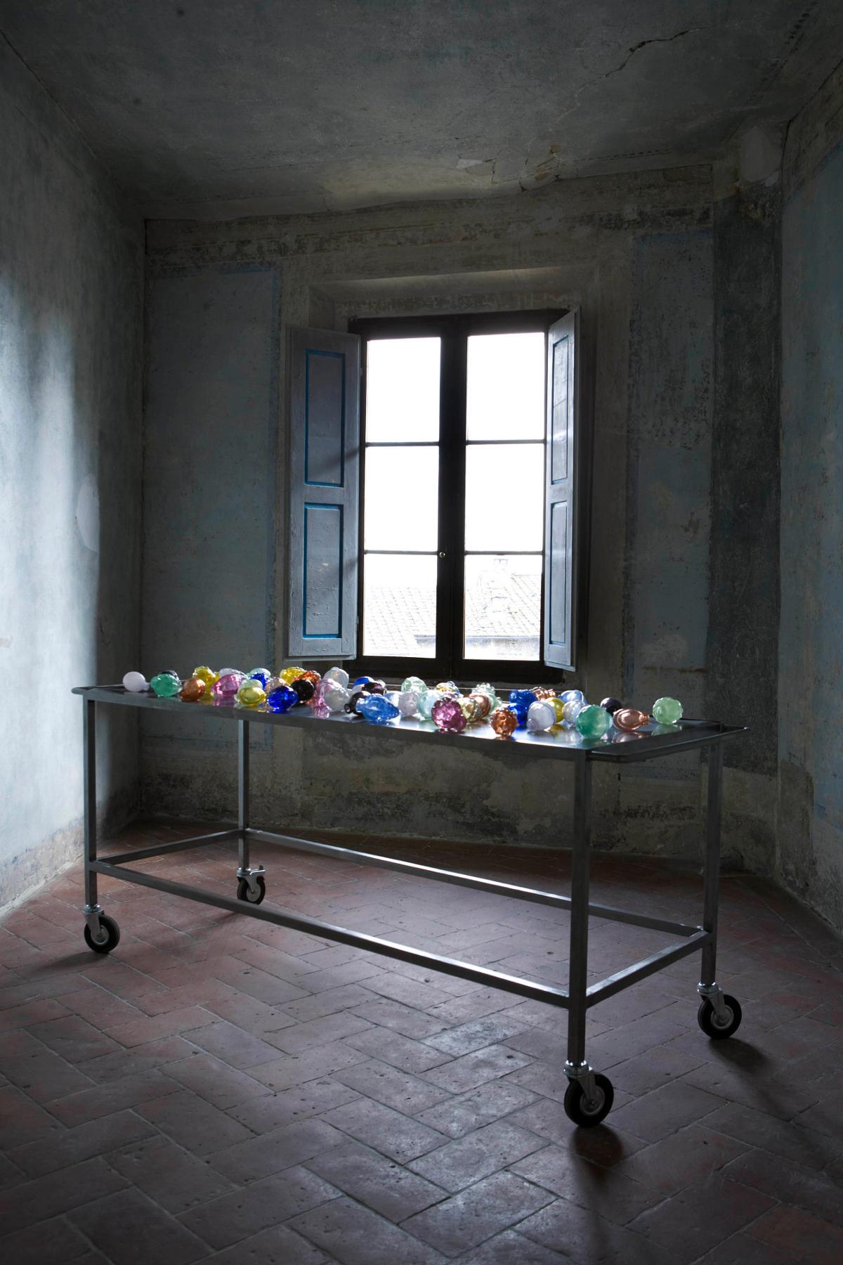 Mona Hatoum - Nature Morte aux Grenades