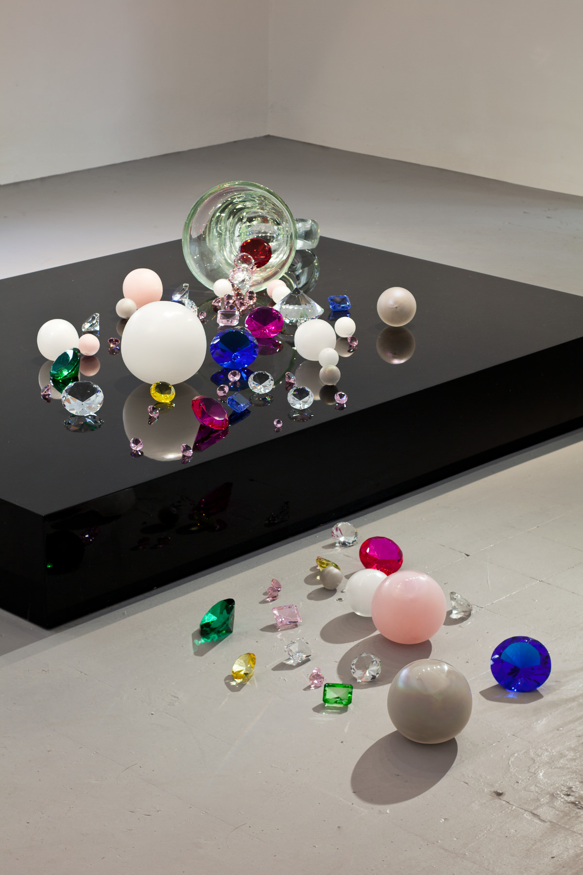 Atelier Ted Noten - If You Want to Be Beautiful You Have to Suffer
