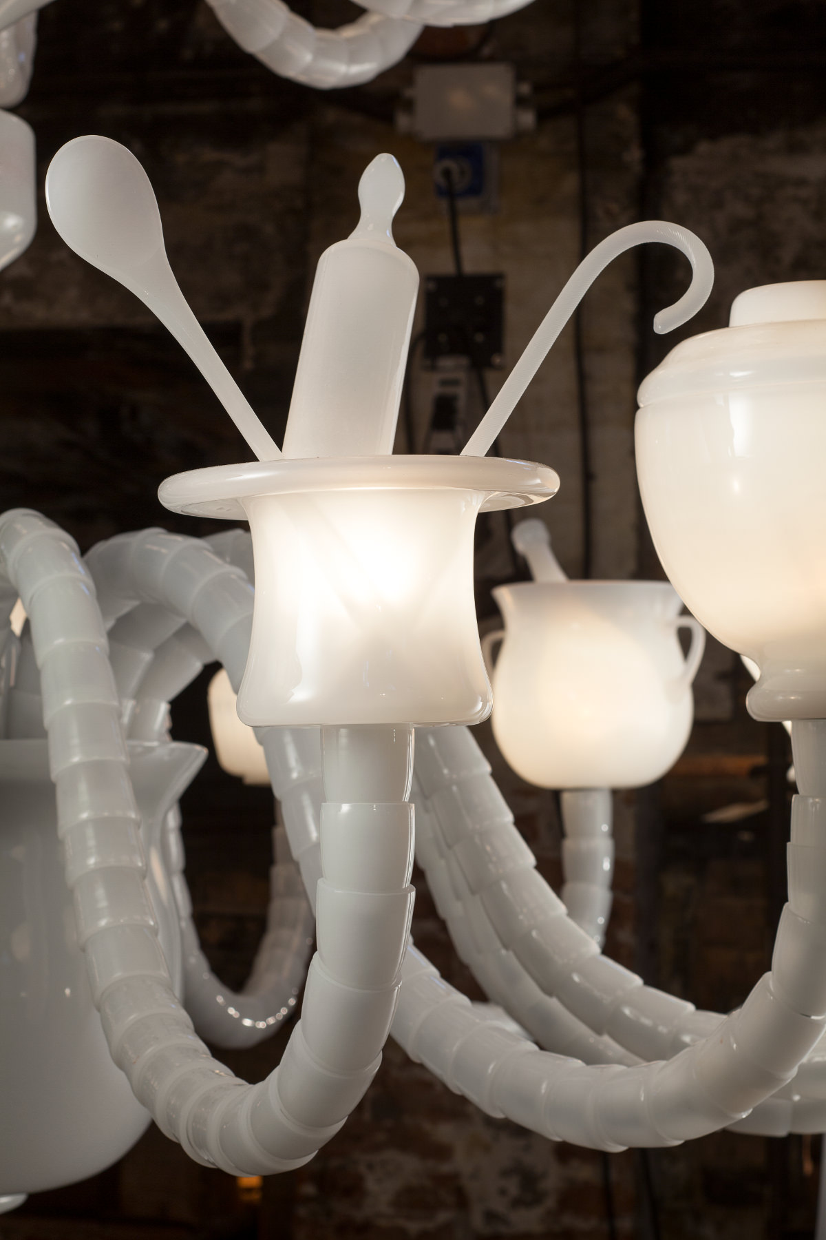 Kiki & Joost - Dining stories chandelier